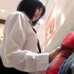 【盗撮動画】観覧注意!バレた瞬間!制服美少女をスカート捲りパンチラ撮影してると逃げられた!!
