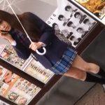 【HD盗撮動画】制服美少女を発見すると執拗にストーカーしながらパンチラ無断撮影する!!
