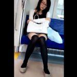 【盗撮動画】知的なメガネがお似合いの清楚系美人お姉さまが電車対面でパンチラしてるので凝視www