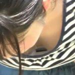 【HD盗撮動画】行楽シーズンに友人の美女の胸チラやパンチラを隠し撮りしてる変態が映像公開www