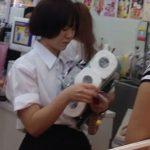 【盗撮動画】素人投稿パンチラ!!!トイレットペーパーを買いに来た制服女子校生の捩れパンティwww