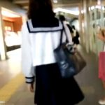 【盗撮動画】美形美少女の制服JKを尾行してプリプリ美尻のお肉が上質なスカート捲りパンチラ!!