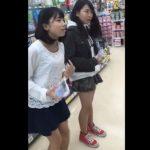 【HD盗撮動画】即削除!ロリパンティを何度も逆さ撮りした危険人物が公開した本物パンチラ映像!!