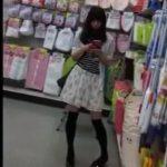【盗撮動画】思いっきり場所バレ!某100円ショップ店内で美脚美少女のパンチラを無断撮影www