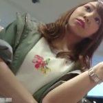 【盗撮動画】美人ショップ店員さんのモッコリ純白パンティ!腹チラも見逃せない危険パンチラ映像www