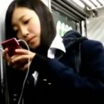 【盗撮動画】即削除!清純美少女の制服女子校生を追跡してまさかのスカート捲りパンチラ!!