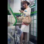 【盗撮動画】ファ◯リーマート店内で超美人過ぎるギャルの下半身を逆さ撮りしたパンチラ映像www