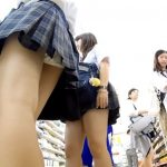 【HD盗撮動画】イイやつです!コンビニ店内で美少女厳選して現役女子校生のパンチラ撮りまくりwww