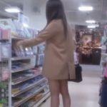 【盗撮動画】素人投稿作品!買い物中のお姉さんのパンチラをすれ違い様に逆さ撮りした危険物!!