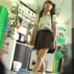 【盗撮動画】純白パンティが食い込み過ぎ!!!制服清純美少女のバンド女子を尾行してパンチラ撮影!