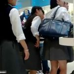 【盗撮動画】即削除!もしかしてJC中◯生かも!!!放課後のアドケナイ下半身に粘着してパンチラを乱獲!