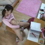 【盗撮動画】衝撃の瞬間!二次成長に入ったJS小◯生の娘の部屋を隠し撮り!潮吹きオナニー映り込む!