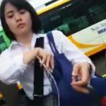 【盗撮動画】ヤバイやつ!清純そうな制服女子校生を尾行してスカートを捲りパンチラを撮影してる!!