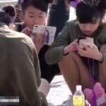 【盗撮動画】即削除!東京ディ◯ニーランドでJCどころかJSらしき◯学生のパンチラを正面から凝視www