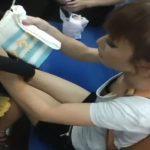 【盗撮動画】電車でベビーカーを押してる美人若妻から清純JDまで綺麗どころの胸チラ覗き込みwww
