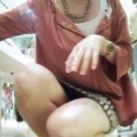 【盗撮動画】Mr.研修生!危険ブチ込みアングル連発!美人ショップ店員のエッチな純白パンチラwww
