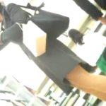 【隠撮動画】東急ハンズらしき店内でスーツ姿の美人OLのお姉さんのパンチラを逆さ撮りしてるwww