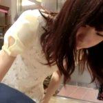 【盗撮動画】お仕事中の美人ショップ店員の激カワギャルの胸チラやパンチラを隠し撮り大公開www