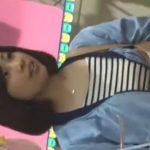 【盗撮動画】バレたら即逮捕!清純美少女の私服女子校生の下半身を付け狙いパンチラ逆さ撮り!!