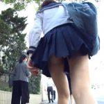 【盗撮動画】セーラー服姿の美少女の純白パンティ!執拗にストーカーして攻略される危険パンチラ!!