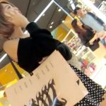【HD盗撮動画】美人オーラ駄々洩れ!!!モデル系ショートヘア美女を無断で逆さ撮りしたパンチラ映像!