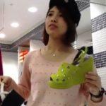 【盗撮動画】逆さHERO!キャップ姿がマジで可愛すぎる美人ショップ店員さんのパンチラ隠し撮りwww