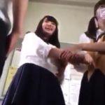 【盗撮動画】クラスメイトのJKのパンチラを乱獲した映像を男子生徒がSNSに投稿して社会的大問題!!