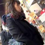 【HD盗撮動画】放課後に彼氏クンといっしょの制服美少女のパンチラを逆さ撮りした映像がヤバイ!!