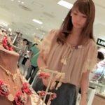 【盗撮動画】ケツの食い込みOK盛りマンOK!激カワ美人ショップ店員のパンチラ映像が最高www