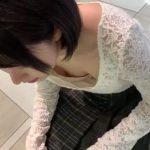 【HD盗撮動画】決定的瞬間GET!シューズの試し履きしてる美人ギャルの胸チラ乳首&パンチラwww