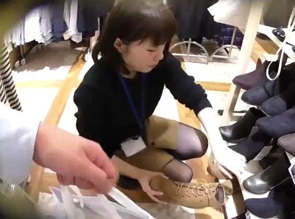 【盗撮動画】イイやつです!清楚でお淑やかな美人ショップ店員さんのパンチラを逆さHEROが大攻略www