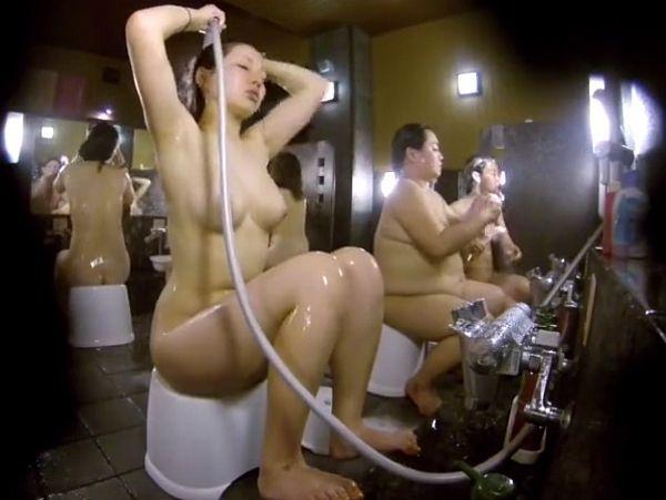 【HD盗撮動画】ババアも映ってるけど女子風呂洗い場映像で見るピチピチ美乳ギャルが堪らんwww