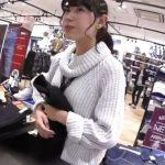 【盗撮動画】逆さHERO!笑顔が超可愛らしい美人ショップ店員さんのパンチラを無断撮影!!