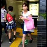 【盗撮動画】即削除!どう見ても危険そうなJS小◯生ぽい美少女のパンチラを駅構内で隠し撮り!!