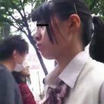 【盗撮動画】制服女子校生を尾行してエスカレーターで危険すぎる捲りパンチラとか繰り返してる!!