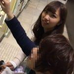 【盗撮動画】クリっとした瞳が可愛い美人ギャルが彼氏と買い物中にパンチラを隠し撮りされてる!!