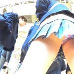 【HD盗撮動画】現役女子校生三人組に執拗に粘着して高画質カメラでパンチラを隠し撮りした!