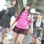 【盗撮動画】さすがにヤバイだろ!!!素人の女子校生三人組を尾行しながらパンチラ隠し撮り!