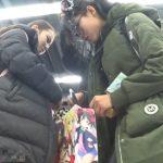 【HD盗撮動画】買い物中の中国人オタク女子を逆さ撮りしてパンチラGETしてみたwww