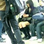 【盗撮動画】圧巻の変態危険行為!可愛い女子校生を尾行した挙句には精子を引っ掛け!
