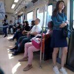【HD盗撮動画】台湾で美人お姉さんのパンチラ隠し撮り!美脚の隙間から覗くパンティwww
