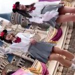 【盗撮動画】ディ◯ニーランドではしゃぐ制服美少女の無防備なパンチラを隠し撮りしたwww
