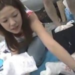 【盗撮動画】とれたて乳首大収穫!!!フリマで薄着の美人お姉さんの胸チラ覗き放題www
