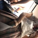 【HD盗撮動画】電車内で制服女子校生のパンチラ接写撮り!極上下半身とパンティ!