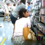 【盗撮動画】街撮りパンチラ映像!買い物中の清楚美人なお姉さんのパンティ逆さ撮り!!