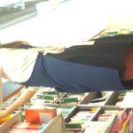 【盗撮動画】清楚美人な文房具店ショップ店員のお姉さんを無断でパンチラ逆さ撮りしてる!