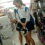 【盗撮動画】イイやつです!まだ華奢なカラダ付きのJC中◯生なロリ美少女のパンチラ公開!!