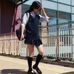 【盗撮動画】めっちゃ可愛い制服美少女のミニスカ内を隠し撮りしてパンチラ獲得www