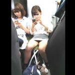 【HD盗撮動画】イイやつです!母親と一緒のロリ美少女すぎるJC中◯生の股間からパンチラ凝視!
