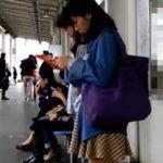 【盗撮動画】緊迫感と臨場感が半端ねえ!!!駅構内で美女や清楚ギャルに捲りパンチラ!!